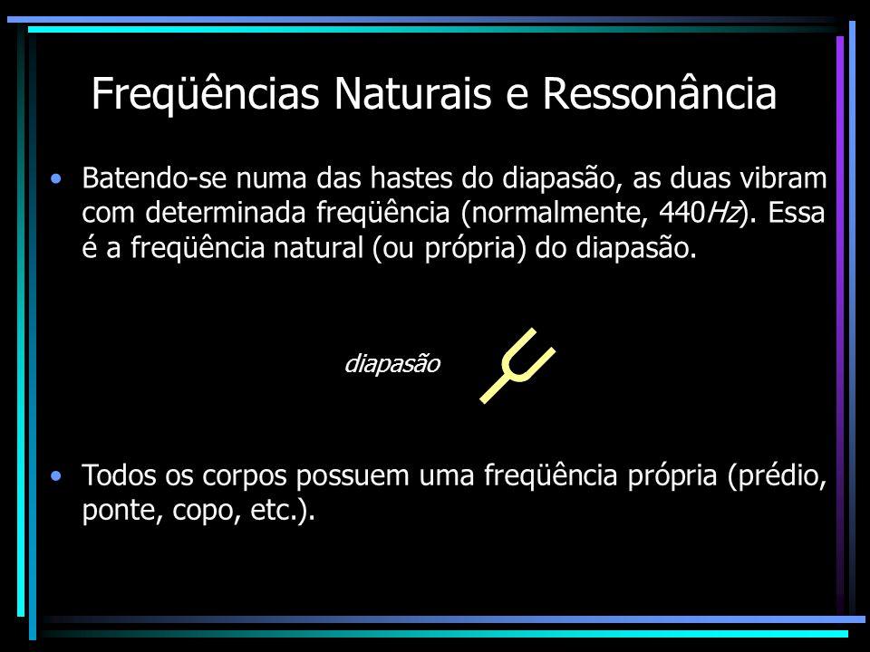 Freqüências Naturais e Ressonância Batendo-se numa das hastes do diapasão, as duas vibram com determinada freqüência (normalmente, 440Hz).