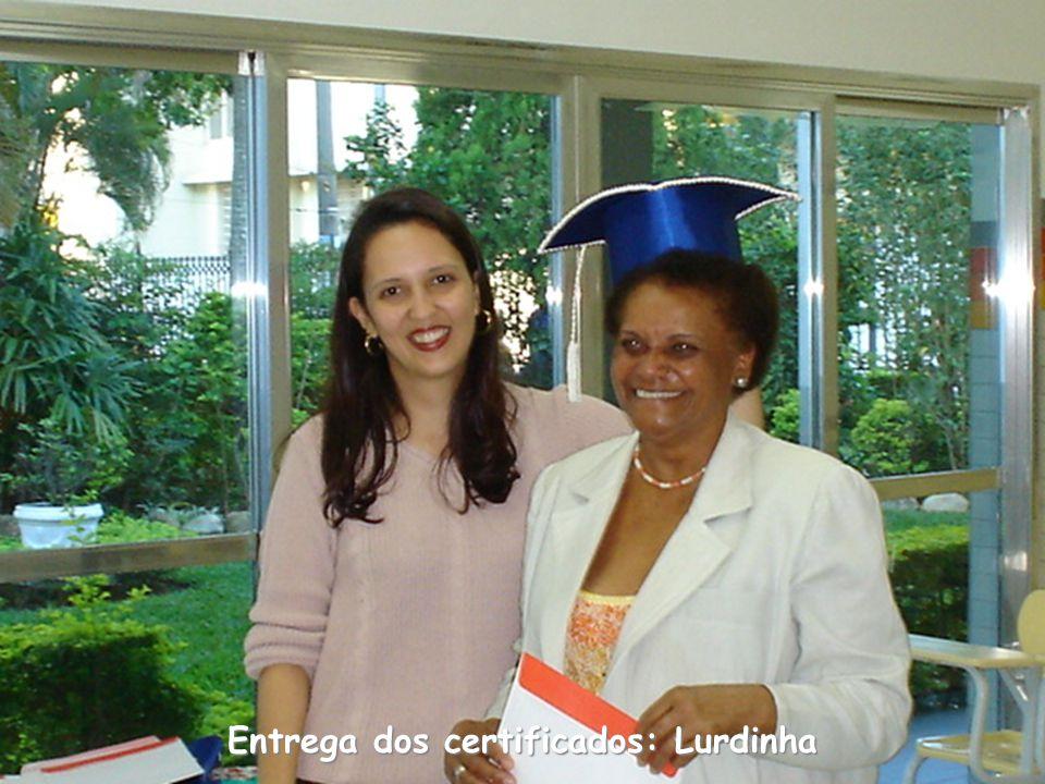 Entrega dos certificados: Lurdinha