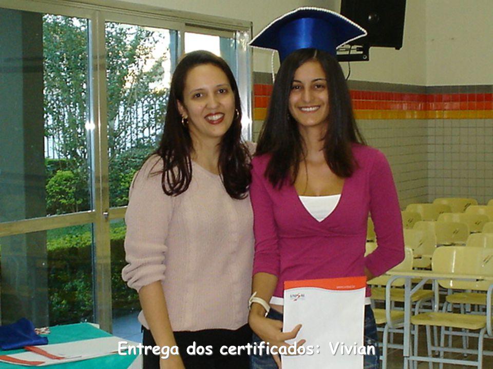 Entrega dos certificados: Vivian