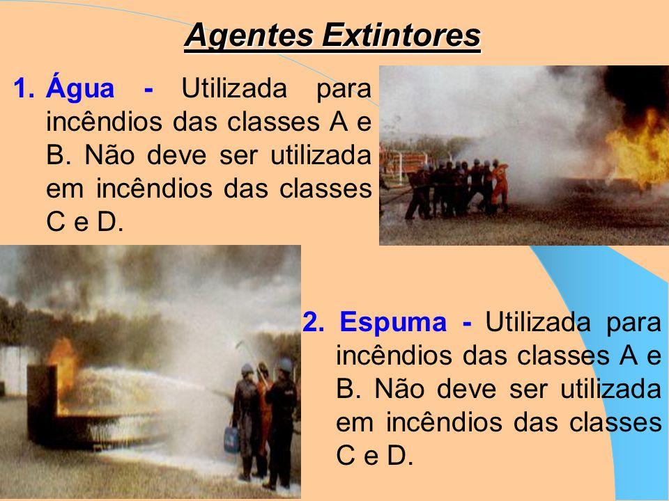Agentes Extintores Os agentes extintores são: Água Espuma CO 2 (Gás carbônico) Pó químico Nas embarcações, esses agentes extintores são encontrados em