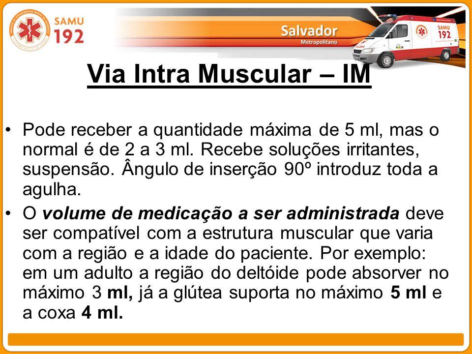 Via Intra Muscular – IM Pode receber a quantidade máxima de 5 ml, mas o normal é de 2 a 3 ml. Recebe soluções irritantes, suspensão. Ângulo de inserçã