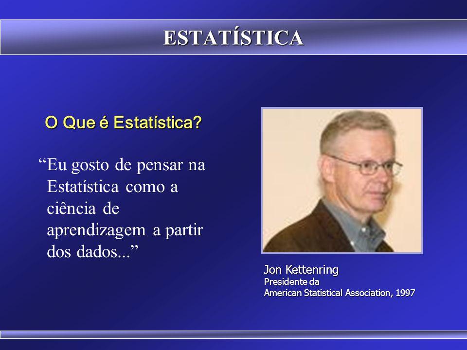 Para Sir Ronald A. Fisher (1890-1962): Estatística é o estudo das populações, das variações e dos métodos de redução de dados. O Que é Estatística? ES
