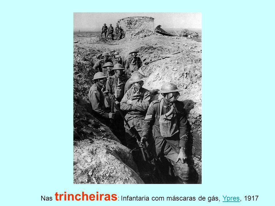 Nas trincheiras : Infantaria com máscaras de gás, Ypres, 1917Ypres