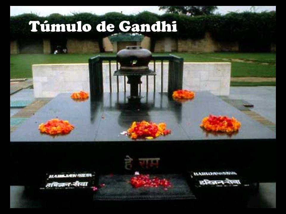 Mahatma Gandhi morreu aos 79 anos de idade,no dia 30 de janeiro de 1948.