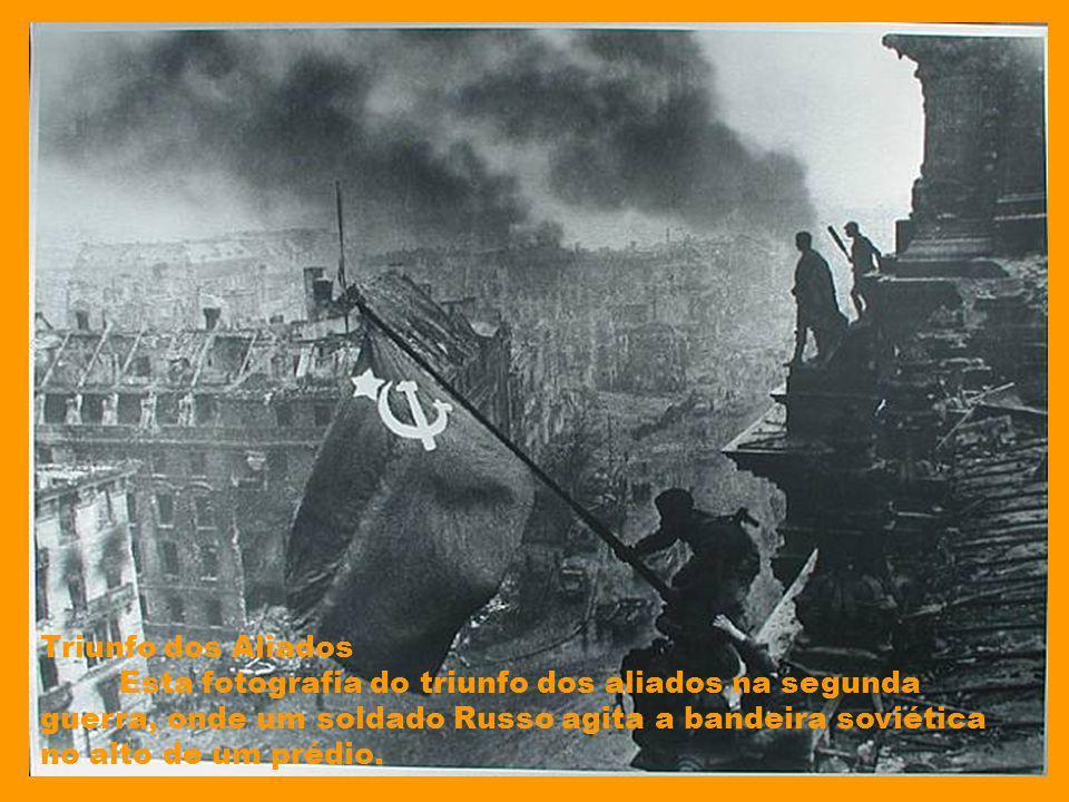 The Falling Man The Falling Man é o título de uma fotografia tirada por Richard Drew durante os atentados do 11 de setembro de 2001 contra as torres g