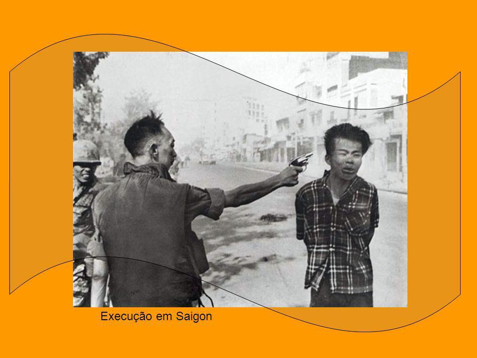 A menina do Vietnã Em oito de junho de 1972, um avião norte-americano bombardeou a população de Trang Bang com napalm. Ali se encontrava Kim Phuc e su