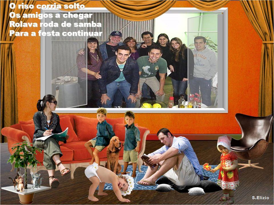 Que saudades daquelas tardes Da família reunida Enfrente da nossa casa Nas conversas divertidas Enfrente da nossa casa Nas conversas divertidas.