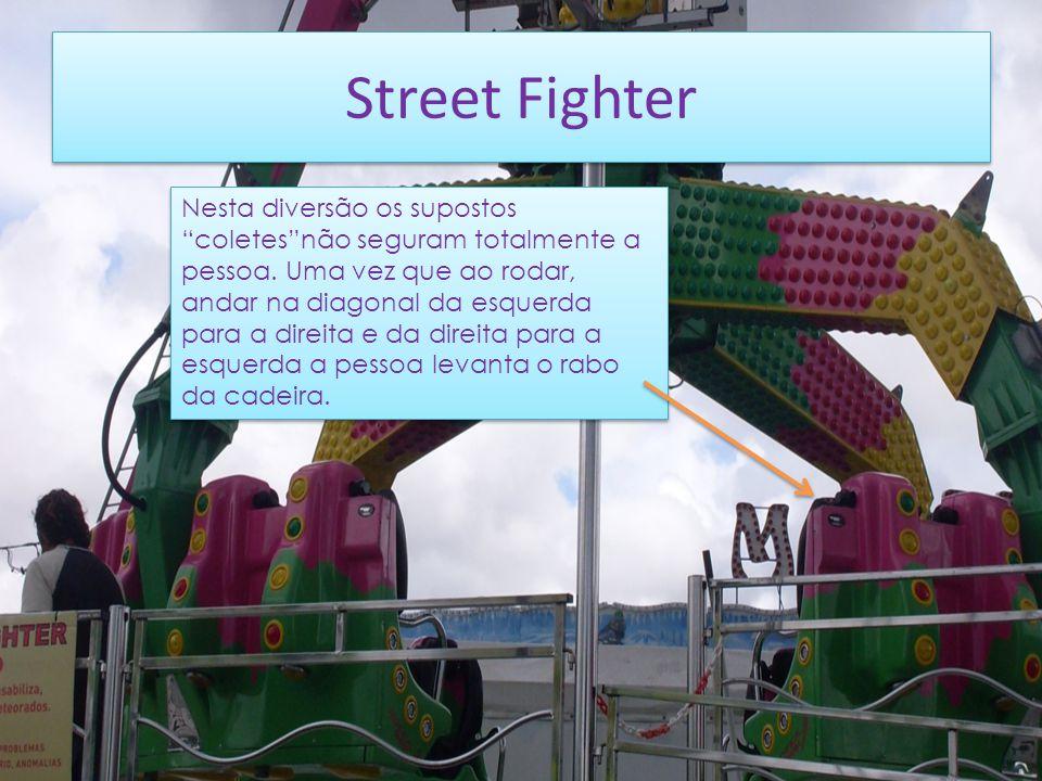Street Fighter Nesta diversão os supostos coletesnão seguram totalmente a pessoa.