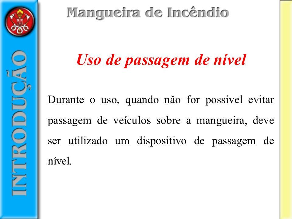 Uso de passagem de nível Durante o uso, quando não for possível evitar passagem de veículos sobre a mangueira, deve ser utilizado um dispositivo de pa