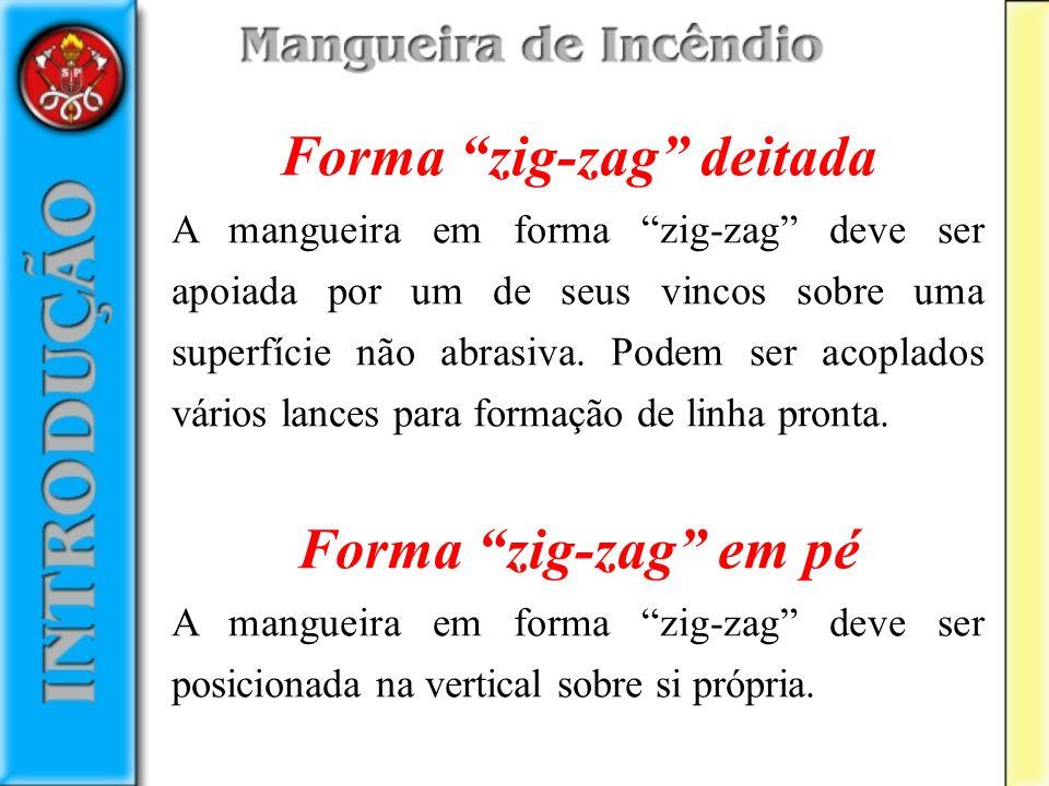Forma zig-zag deitada A mangueira em forma zig-zag deve ser apoiada por um de seus vincos sobre uma superfície não abrasiva. Podem ser acoplados vário
