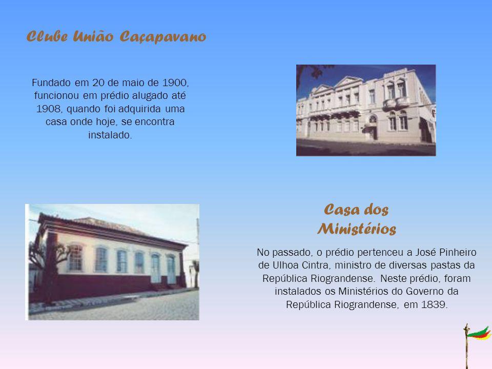 Clube União Caçapavano Fundado em 20 de maio de 1900, funcionou em prédio alugado até 1908, quando foi adquirida uma casa onde hoje, se encontra instalado.