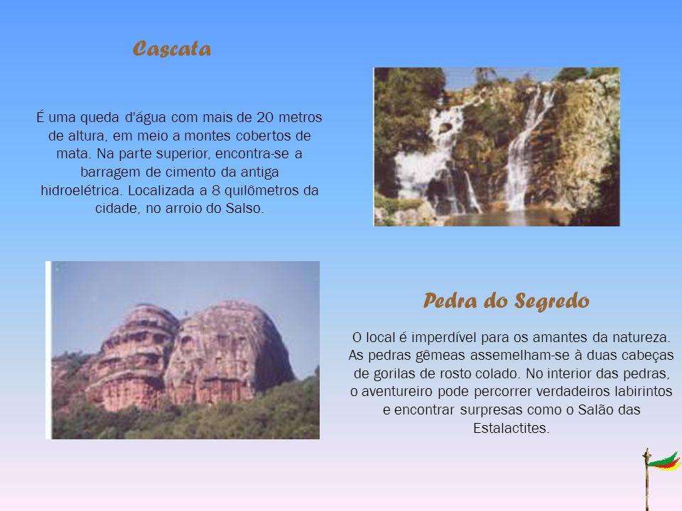 Pedra do Segredo Cascata O local é imperdível para os amantes da natureza.