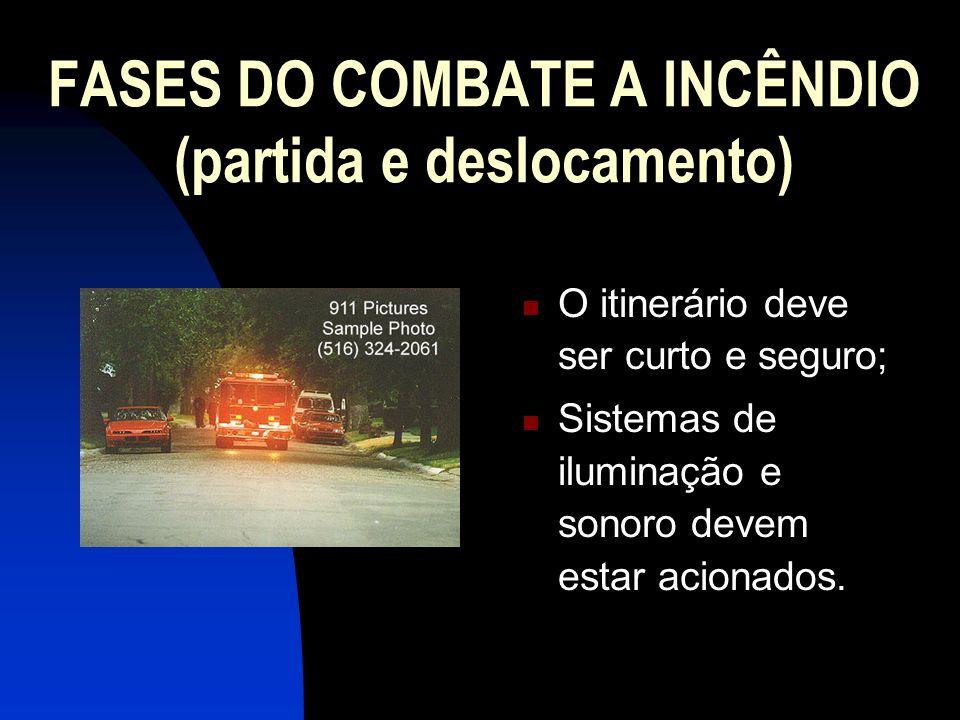 FASES DO COMBATE A INCÊNDIO (partida e deslocamento) O itinerário deve ser curto e seguro; Sistemas de iluminação e sonoro devem estar acionados.