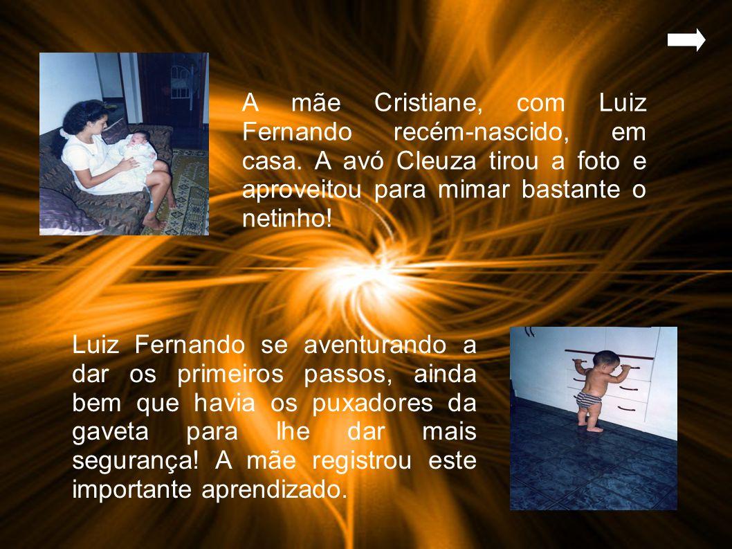 A mãe Cristiane, com Luiz Fernando recém-nascido, em casa.