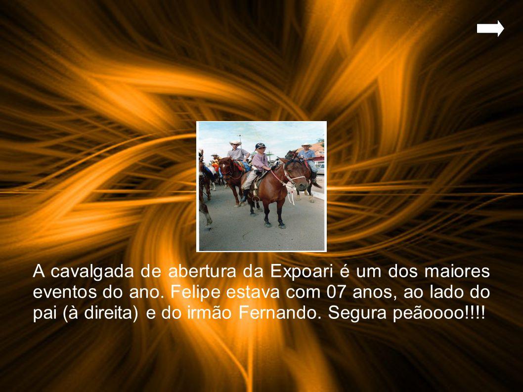 A cavalgada de abertura da Expoari é um dos maiores eventos do ano.