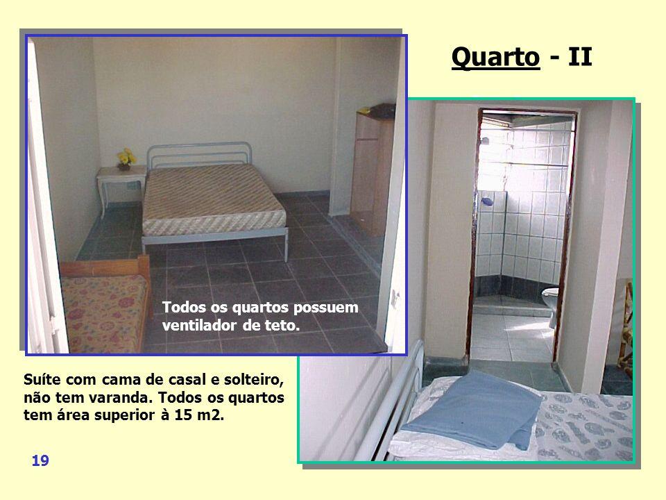 Quarto – I Suíte com cama de casal e solteiro, closet e uma pequena varanda. Durma suas noites ao som das ondas do mar. Banheiro Quarto - I