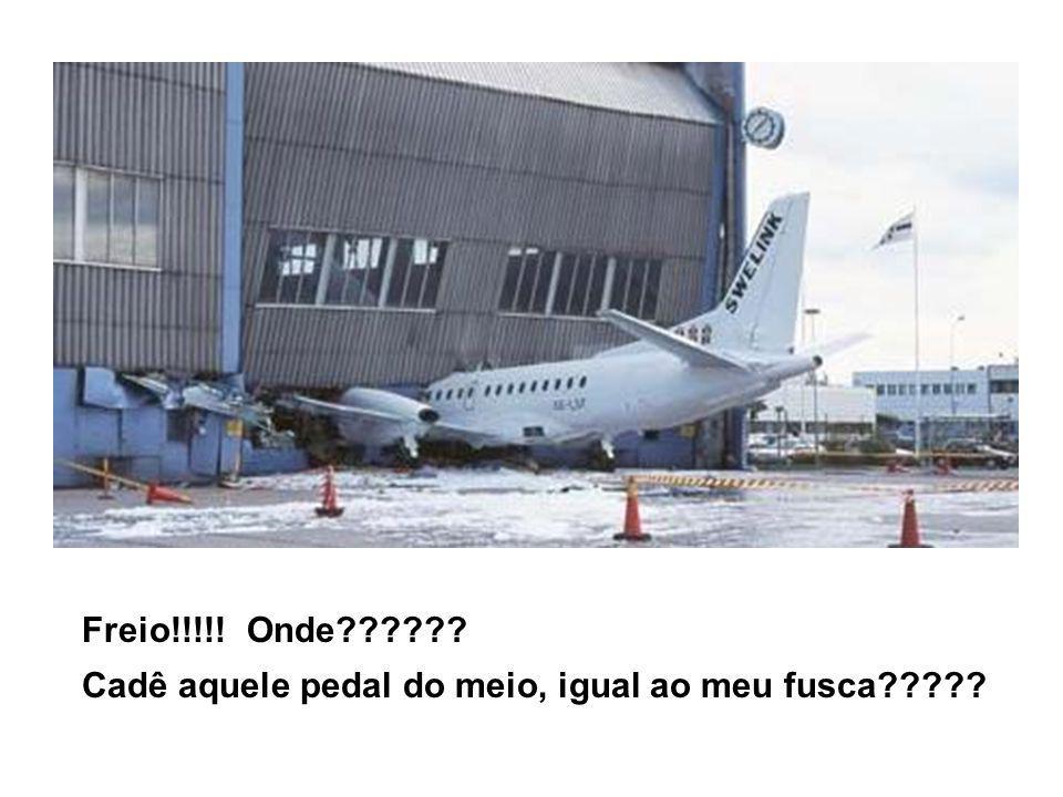 Esses túneis para aviões são uma pobreza!!!.E cadê as luzes??.