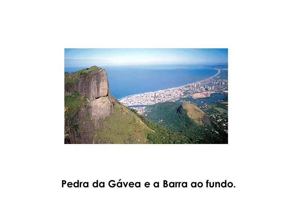 Pedra da Gávea e a Barra ao fundo.