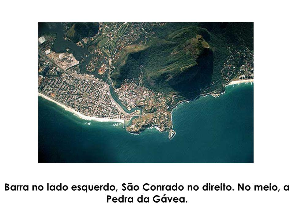 Barra no lado esquerdo, São Conrado no direito. No meio, a Pedra da Gávea.