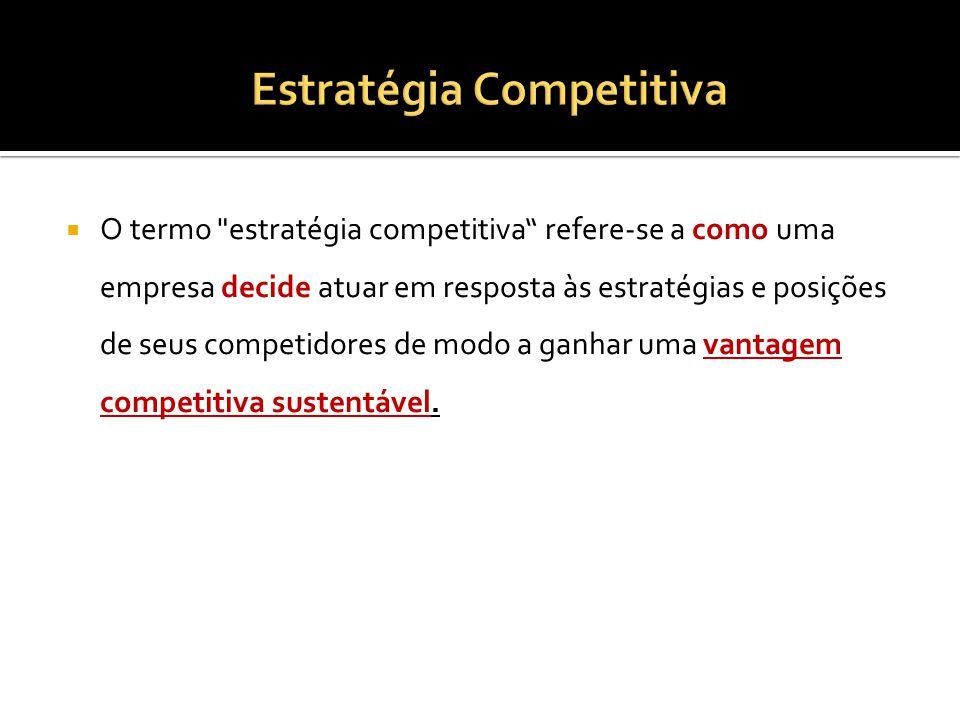 O termo estratégia competitiva refere-se a como uma empresa decide atuar em resposta às estratégias e posições de seus competidores de modo a ganhar uma vantagem competitiva sustentável.