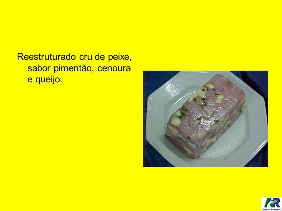 Reestruturado cru de peixe, sabor pimentão, cenoura e queijo.