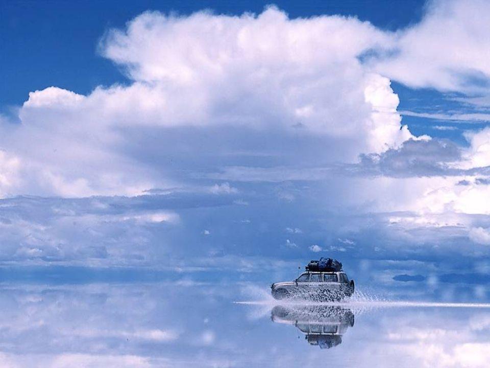 A imensa superfície plana é o resultado da retirada do grande mar que alagava todo o altiplano há milhões de anos. O mar se evaporou e deixou a descob
