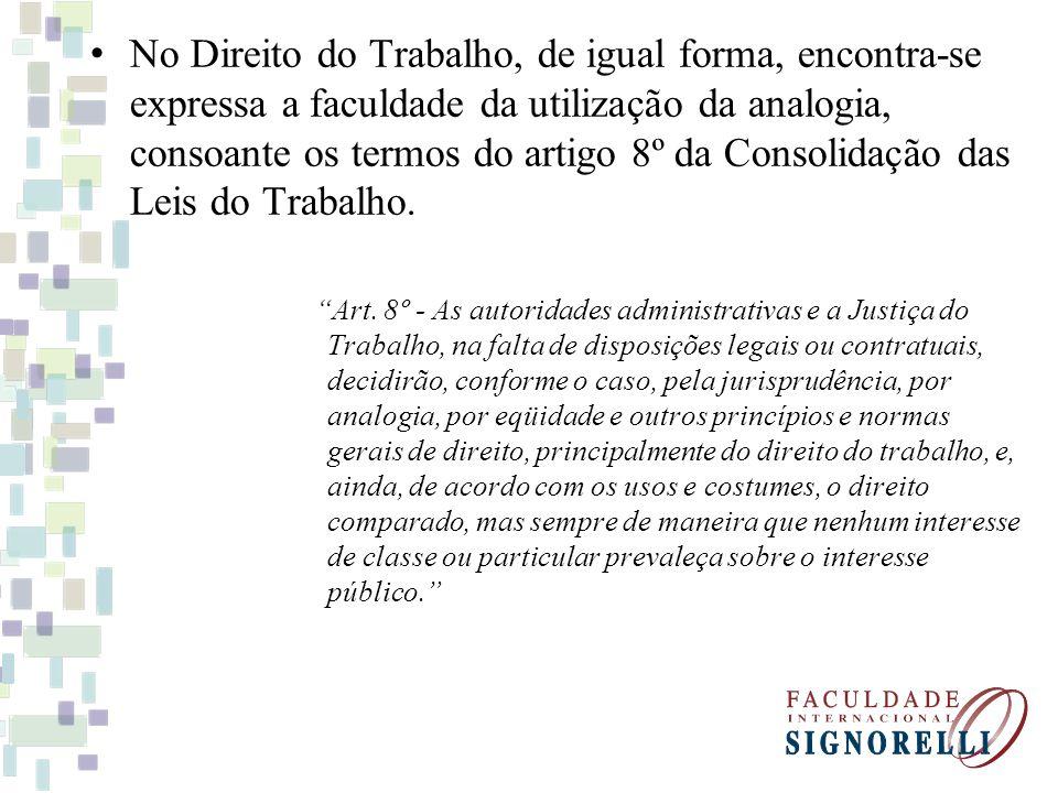 No Direito do Trabalho, de igual forma, encontra-se expressa a faculdade da utilização da analogia, consoante os termos do artigo 8º da Consolidação d