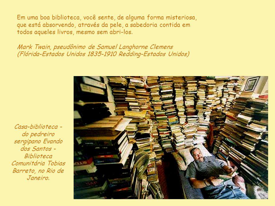 Dupla delícia: o livro traz a vantagem de a gente poder estar só e ao mesmo tempo acompanhado. Mário Quintana (Alegrete-RS 1906-1994 Porto Alegre-RS)