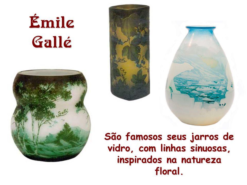 A fonte de inspiração primeira dos artistas é a natureza, as linhas sinuosas e assimétricas das flores e animais.