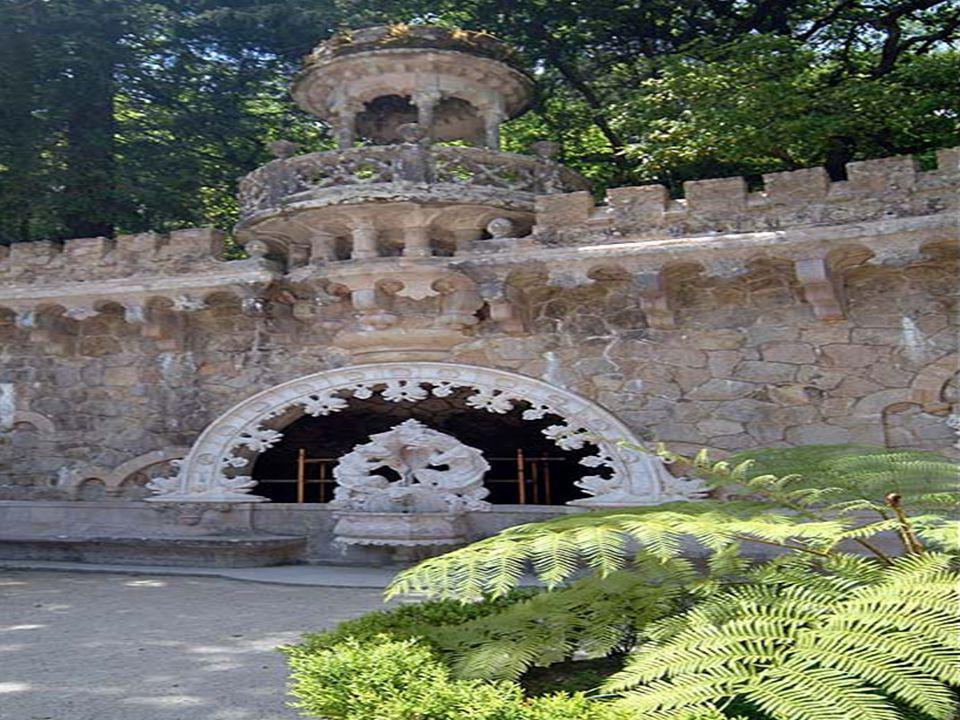 A Quinta da Regaleira, é um lugar para se sentir. Não basta contar-lhe a memória, a paisagem, os mistérios. Vamos entrar pelo portal dos Guardiães e f
