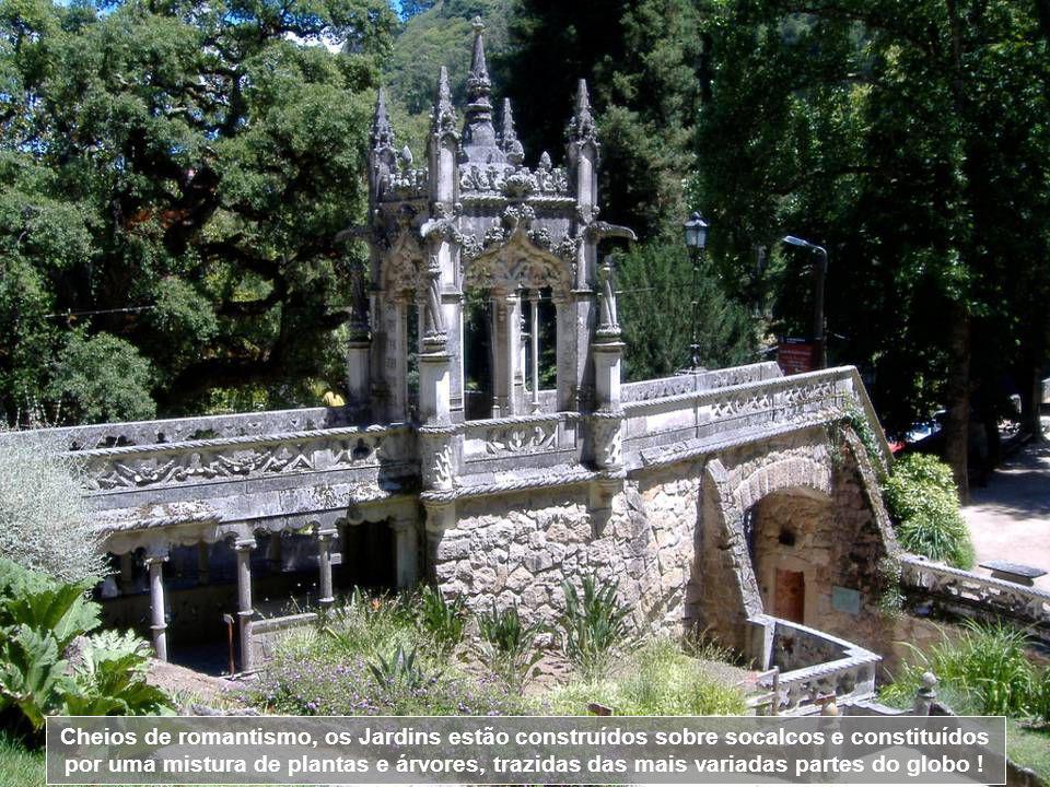 Daqui, parte-se para o interior dos jardins, onde a cada momento, nos surpreendemos por lagos, fontes, torres, terraços, grutas e muitos elementos sim