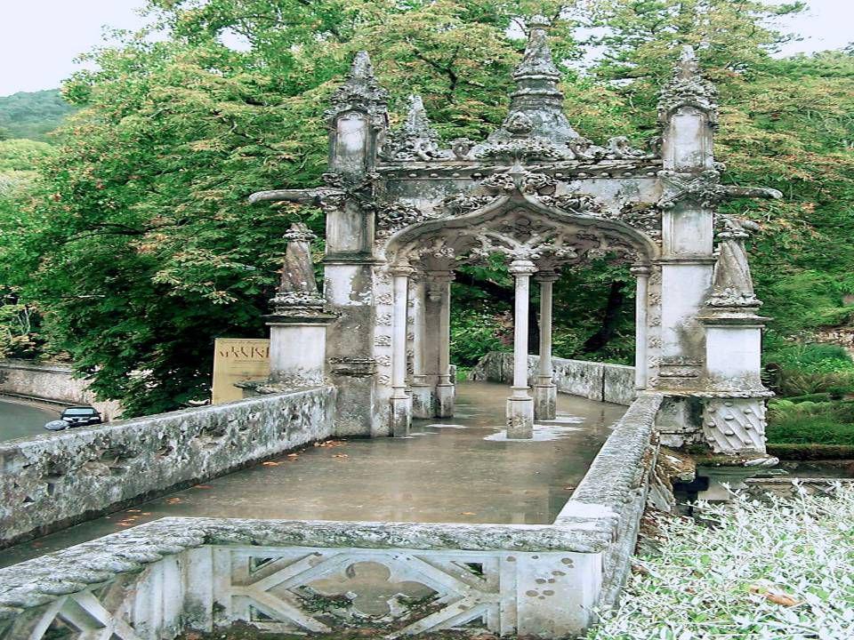 Cheios de romantismo, os Jardins estão construídos sobre socalcos e constituídos por uma mistura de plantas e árvores, trazidas das mais variadas part