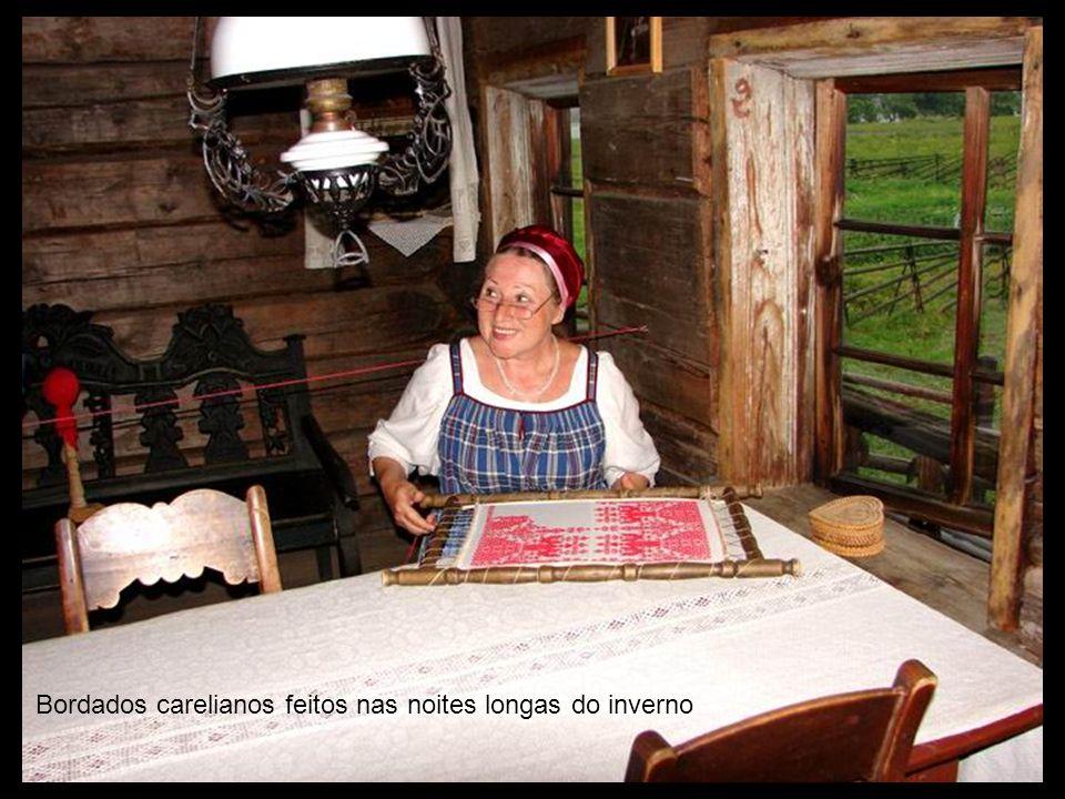 Quarto Finlandes e colcha típica careliana