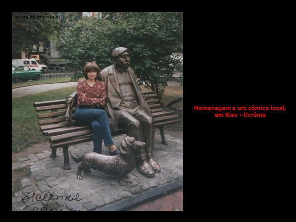 Homenagem a um cômico local, em Kiev - Ucrânia
