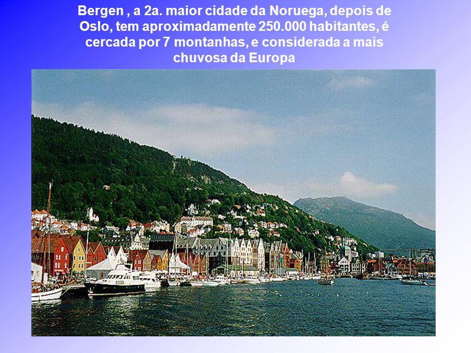 A Noruega, um dos países escandinavos com cerca de 4.525.000 habitantes, possui uma estreita e comprida faixa de terra, onde o mar penetra e desenha u