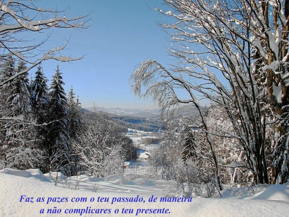 Faz as pazes com o teu passado, de maneira a não complicares o teu presente.