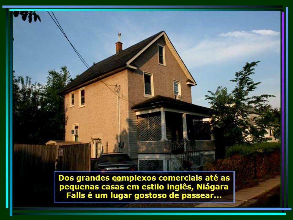 Sua arquitetura é um misto do moderno com as tradicionais construções em estilo inglês e francês...