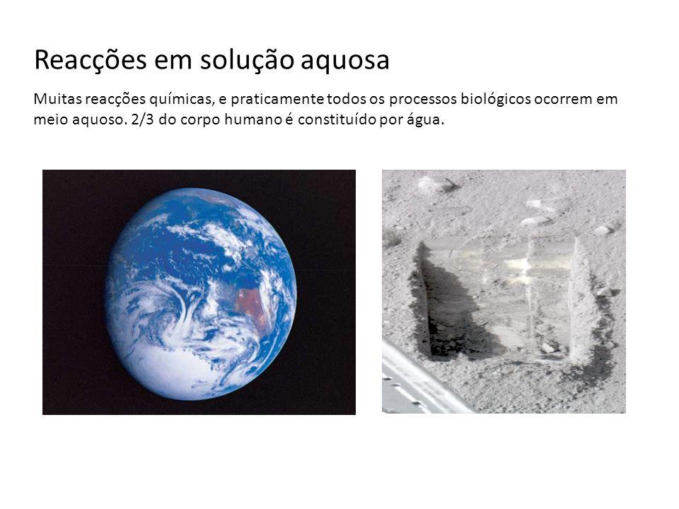 Solução aquosa - algumas definições Solução: mistura homogénea (gasosa, líquida ou sólida) de duas ou mais substâncias.