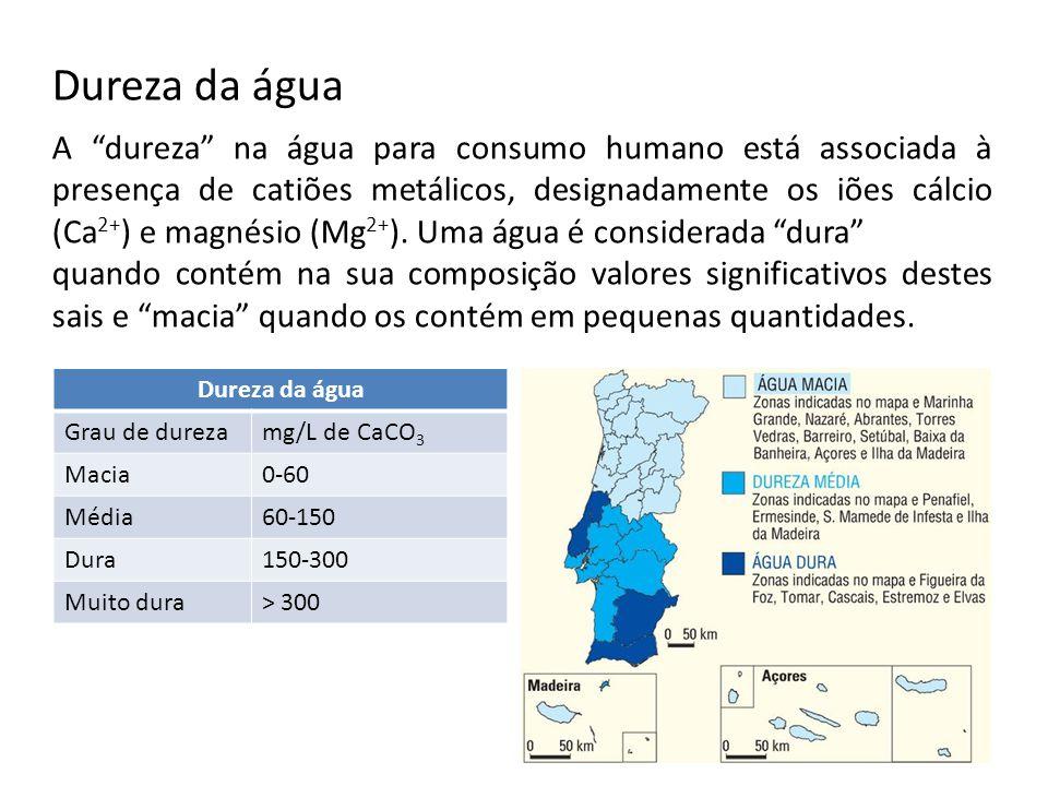 Dureza da água A dureza na água para consumo humano está associada à presença de catiões metálicos, designadamente os iões cálcio (Ca 2+ ) e magnésio