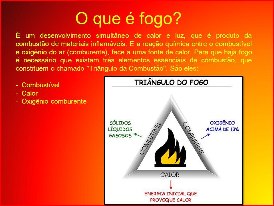 O que é fogo? É um desenvolvimento simultâneo de calor e luz, que é produto da combustão de materiais inflamáveis. É a reação química entre o combustí