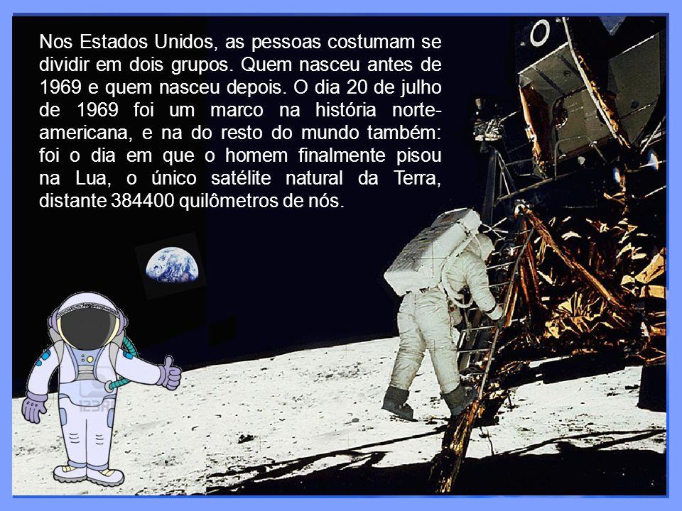 A façanha foi realizada por dois astronautas norte- americanos, Neil Armstrong e Edwin Aldrin, integrantes da missão Apollo 11.