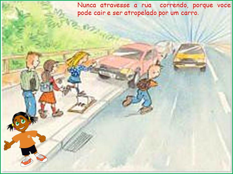 Não coloque a cabeça ou braços para fora da janela e nem fique em pé dentro do carro ou ônibus porque isso pode provocar acidentes.