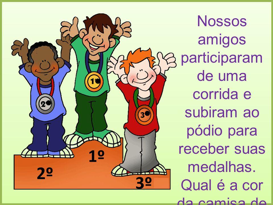 1º 2º 3º Nossos amigos participaram de uma corrida e subiram ao pódio para receber suas medalhas. Qual é a cor da camisa de quem ganhou em primeiro e