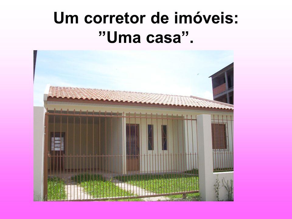 Um corretor de imóveis: Uma casa.