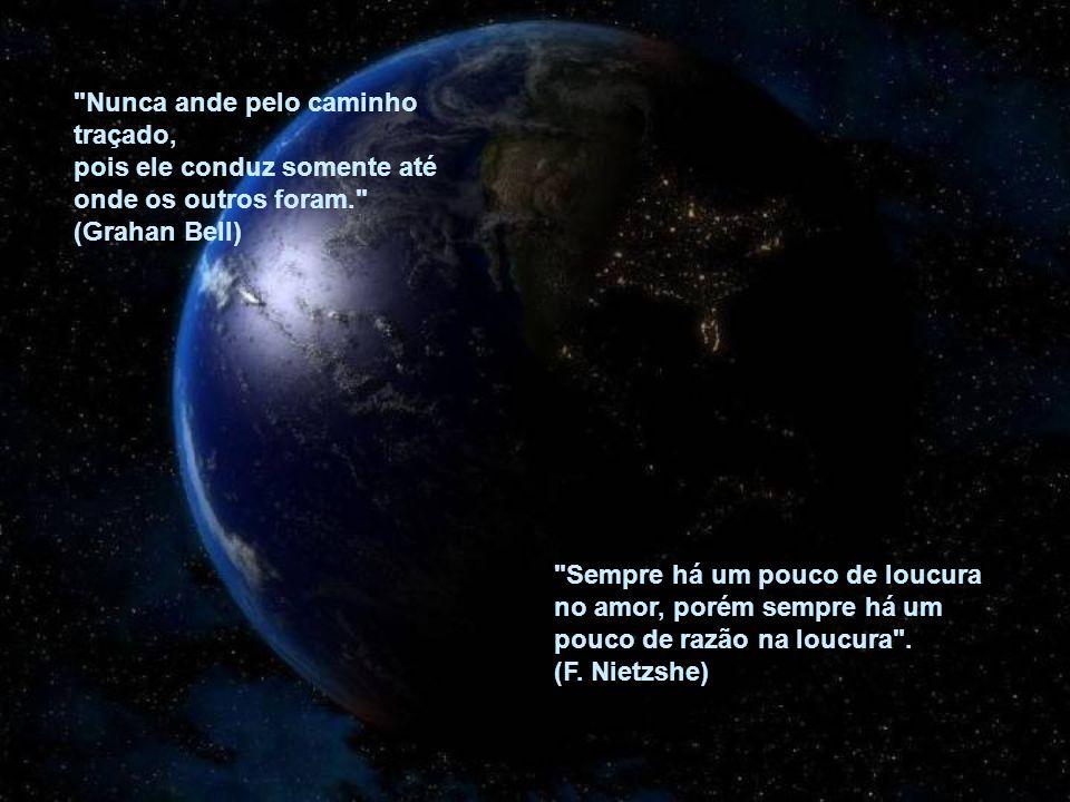 Fiz um acordo de coexistência pacífica com o tempo: nem ele me persegue, nem eu fujo dele, um dia a gente se encontra (Mário Lago)