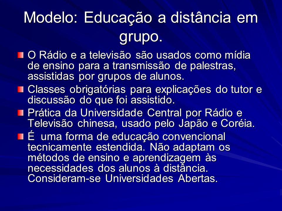 Modelo: Educação a distância em grupo. O Rádio e a televisão são usados como mídia de ensino para a transmissão de palestras, assistidas por grupos de