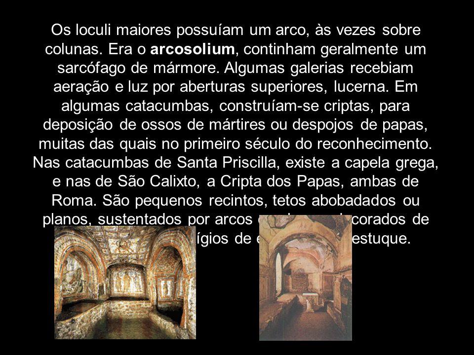 Os loculi maiores possuíam um arco, às vezes sobre colunas. Era o arcosolium, continham geralmente um sarcófago de mármore. Algumas galerias recebiam