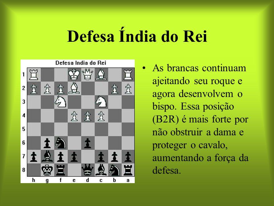 Defesa Índia do Rei As brancas continuam ajeitando seu roque e agora desenvolvem o bispo. Essa posição (B2R) é mais forte por não obstruir a dama e pr