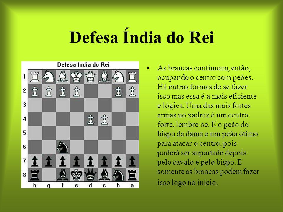 Defesa Índia do Rei As brancas continuam, então, ocupando o centro com peões. Há outras formas de se fazer isso mas essa é a mais eficiente e lógica.