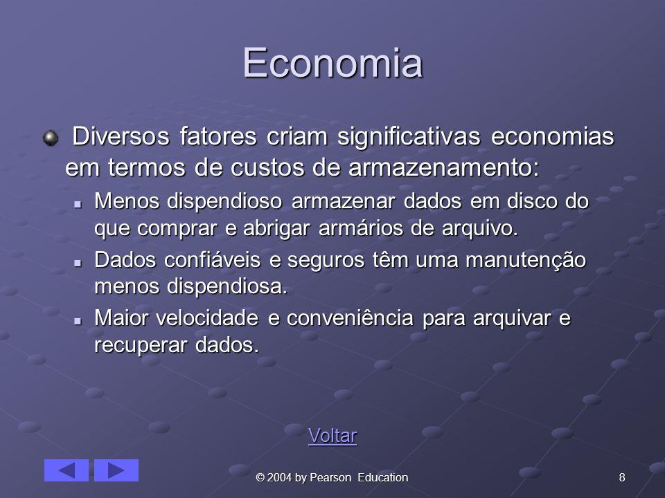 8© 2004 by Pearson Education Economia Diversos fatores criam significativas economias em termos de custos de armazenamento: Diversos fatores criam significativas economias em termos de custos de armazenamento: Menos dispendioso armazenar dados em disco do que comprar e abrigar armários de arquivo.
